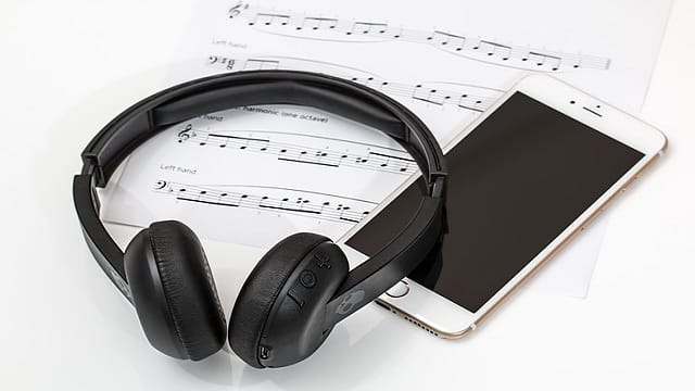 headphone and smartphone connected with bluetooth device